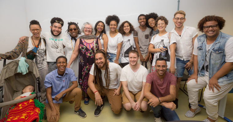 Relatos emocionados marcam segundo dia de reflexões sobre experiências trans e negras nas artes