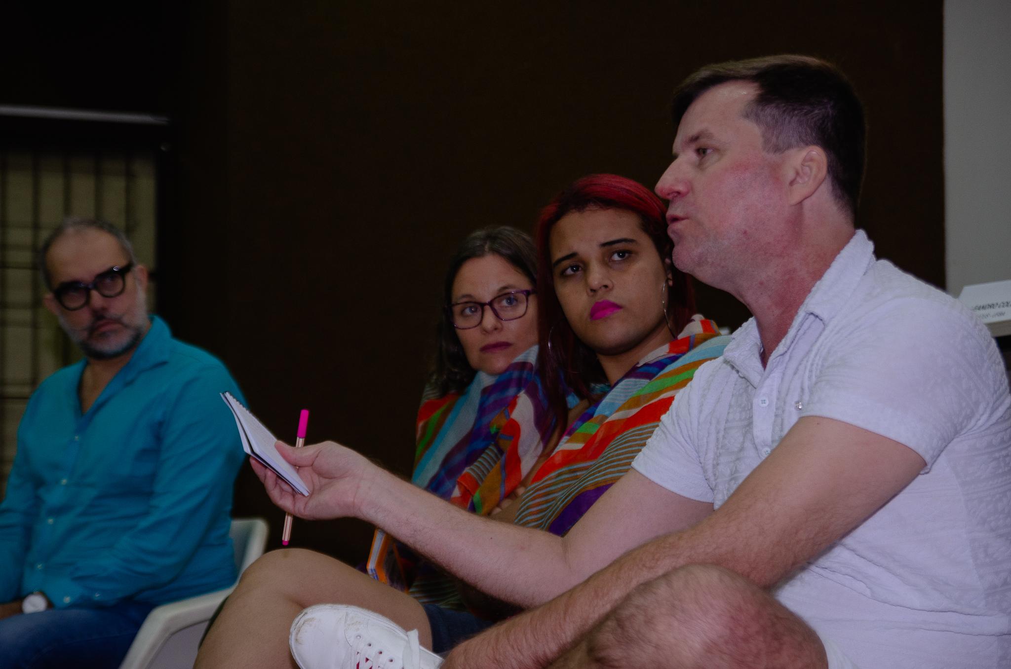 Simpósio promovido pelo NUCUS discute performatividade de gênero, performances, artivismo trans e HIV